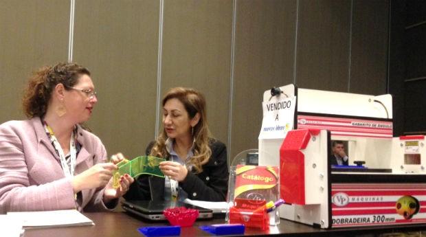 Ana Paula durante evento no exterior.